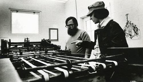Barry Moser and Chris Teller '73 discuss the intricacies of the Kelley-B letterpress.