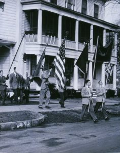 The 1951 parade from the old campus to the new steps off from Payson Hall. Subsequent units carried the furniture.